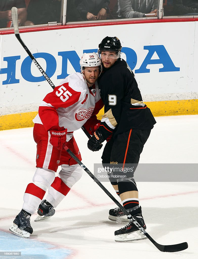 <a gi-track='captionPersonalityLinkClicked' href=/galleries/search?phrase=Bobby+Ryan&family=editorial&specificpeople=877359 ng-click='$event.stopPropagation()'>Bobby Ryan</a> #9 of the Anaheim Ducks battles for position against <a gi-track='captionPersonalityLinkClicked' href=/galleries/search?phrase=Niklas+Kronwall&family=editorial&specificpeople=220826 ng-click='$event.stopPropagation()'>Niklas Kronwall</a> #55 of the Detroit Red Wings in Game Seven of the Western Conference Quarterfinals during the 2013 NHL Stanley Cup Playoffs at Honda Center on May 12, 2013 in Anaheim, California.