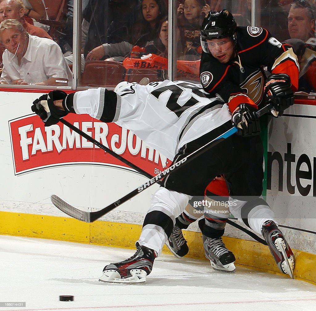 <a gi-track='captionPersonalityLinkClicked' href=/galleries/search?phrase=Bobby+Ryan+-+Ice+Hockey+Player&family=editorial&specificpeople=877359 ng-click='$event.stopPropagation()'>Bobby Ryan</a> #9 of the Anaheim Ducks battles for the puck against <a gi-track='captionPersonalityLinkClicked' href=/galleries/search?phrase=Jarret+Stoll&family=editorial&specificpeople=204632 ng-click='$event.stopPropagation()'>Jarret Stoll</a> #28 of the Los Angeles Kings on April 7, 2013 at Honda Center in Anaheim, California.