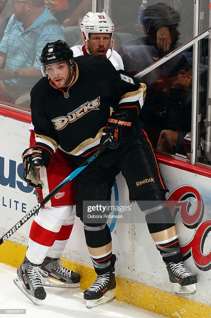<a gi-track='captionPersonalityLinkClicked' href=/galleries/search?phrase=Bobby+Ryan&family=editorial&specificpeople=877359 ng-click='$event.stopPropagation()'>Bobby Ryan</a> #9 of the Anaheim Ducks checks <a gi-track='captionPersonalityLinkClicked' href=/galleries/search?phrase=Johan+Franzen&family=editorial&specificpeople=624356 ng-click='$event.stopPropagation()'>Johan Franzen</a> #93 of the Detroit Red Wings in Game Five of the Western Conference Quarterfinals during the 2013 NHL Stanley Cup Playoffs at Honda Center on May 8, 2013 in Anaheim, California.