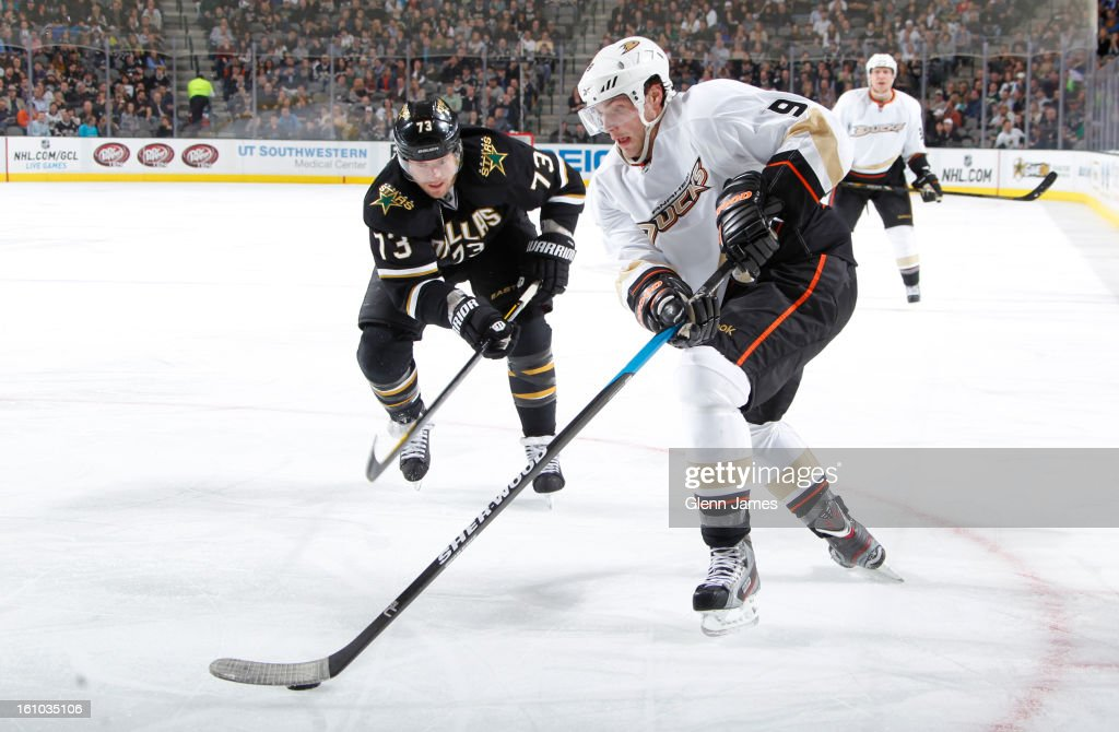 <a gi-track='captionPersonalityLinkClicked' href=/galleries/search?phrase=Bobby+Ryan+-+Ice+Hockey+Player&family=editorial&specificpeople=877359 ng-click='$event.stopPropagation()'>Bobby Ryan</a> #9 of the Anaheim Ducks handles the puck against <a gi-track='captionPersonalityLinkClicked' href=/galleries/search?phrase=Michael+Ryder&family=editorial&specificpeople=208983 ng-click='$event.stopPropagation()'>Michael Ryder</a> #73 of the Dallas Stars at the American Airlines Center on February 8, 2013 in Dallas, Texas.