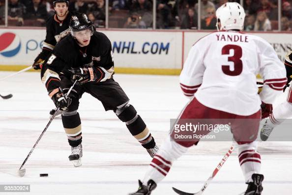 Bobby Ryan of the Anaheim Ducks handles the puck center ice during the game against the Phoenix Coyotes on November 29 2009 at Honda Center in...