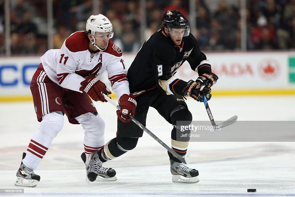 <a gi-track='captionPersonalityLinkClicked' href=/galleries/search?phrase=Bobby+Ryan+-+Ice+Hockey+Player&family=editorial&specificpeople=877359 ng-click='$event.stopPropagation()'>Bobby Ryan</a> #9 of the Anaheim Ducks is pursued by <a gi-track='captionPersonalityLinkClicked' href=/galleries/search?phrase=Martin+Hanzal&family=editorial&specificpeople=2109469 ng-click='$event.stopPropagation()'>Martin Hanzal</a> #11 of the Phoenix Coyotes for the puck in the third period at Honda Center on March 6, 2013 in Anaheim, California. The Ducks defeated the Coyotes 2-0.