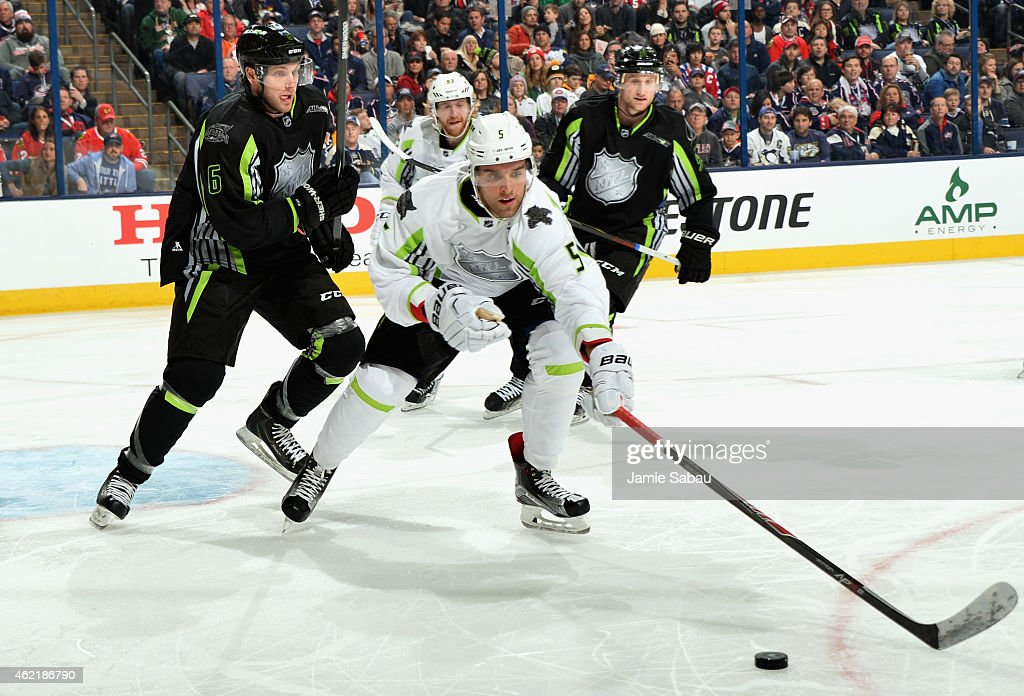 Bobby Ryan of the Ottawa Senators and Steven Stamkos of the Tampa Bay Lightning and Team Foligno play against Jakub Voracek of the Philadelphia...