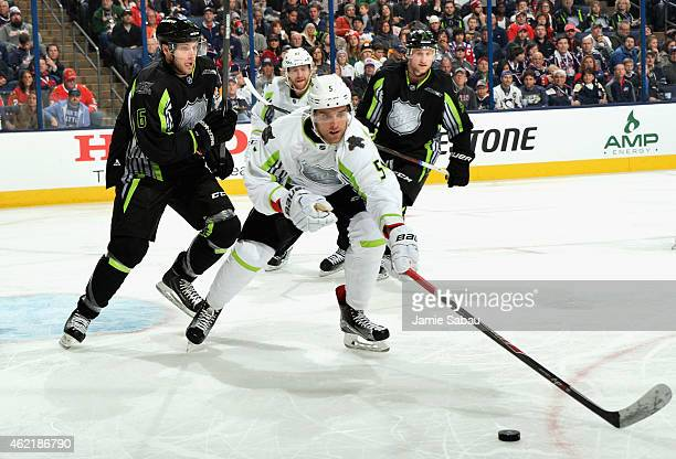 Bobby Ryan of the Ottawa Senators and Steven Stamkos of the Tampa Bay Lightning and Team Foligno play against Jakub Voracek of the Philadelphia...