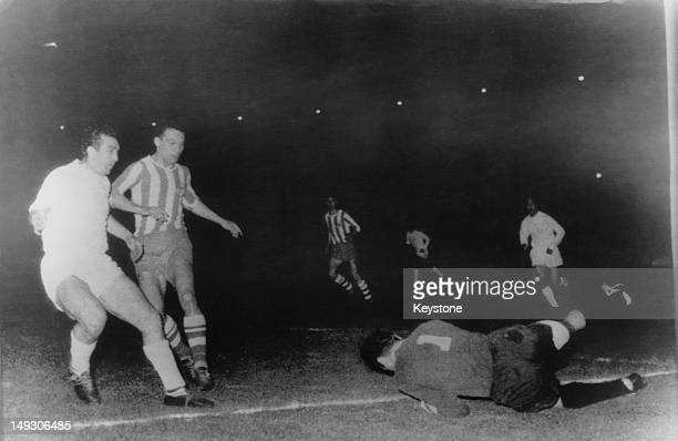 Bobby Smith of Tottenham Hotspur comes near to scoring against OFK Beograd during a European Cup Winners' Cup match in Belgrade Serbia 24th April...