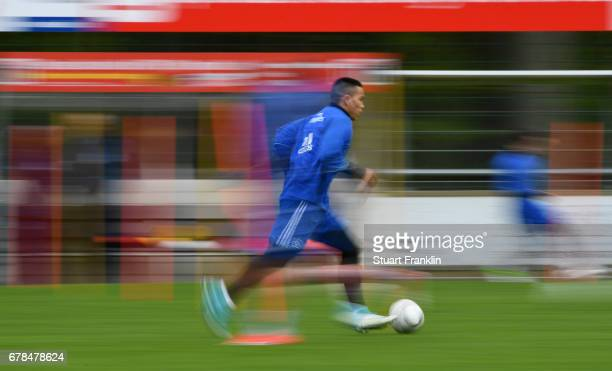 Bobby Wood of Hamburger SV controls a ball during a training session of Hamburger SV on May 4 2017 in Rotenburg an der Wuemme Germany