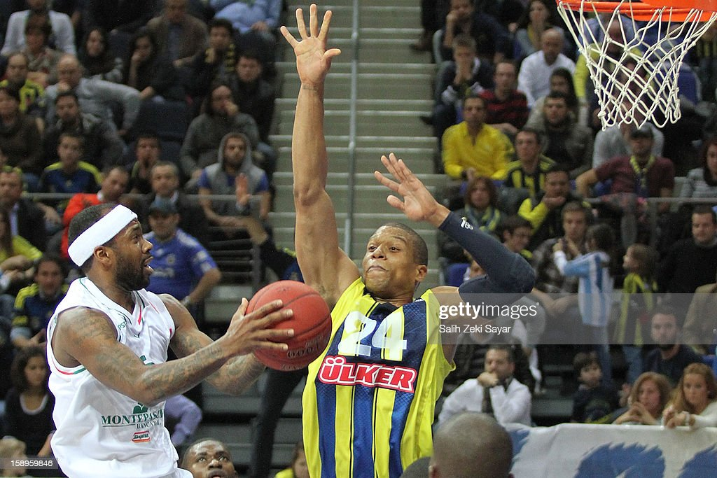 Boby Brown of Montepaschi Siena competes with Mike Batiste of Fenerbahce Ulker during the 20122013 Turkish Airlines Euroleague Top 16 Date 2 between...