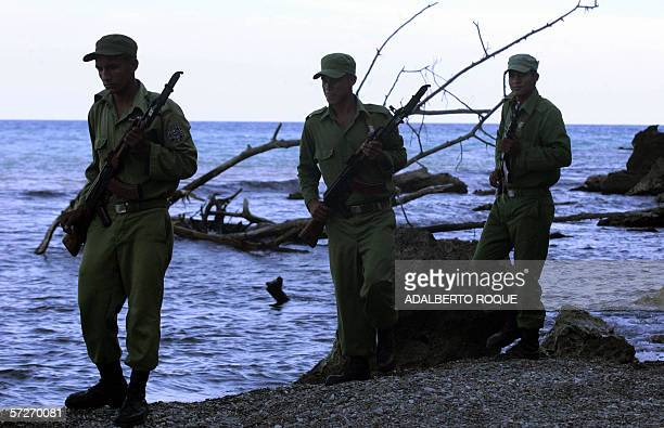 Cuban soldiers search for drug packages in Boca del Toro's coast in the Cuban eastern province of Granma 05 April 2006 The Interior Ministry and the...