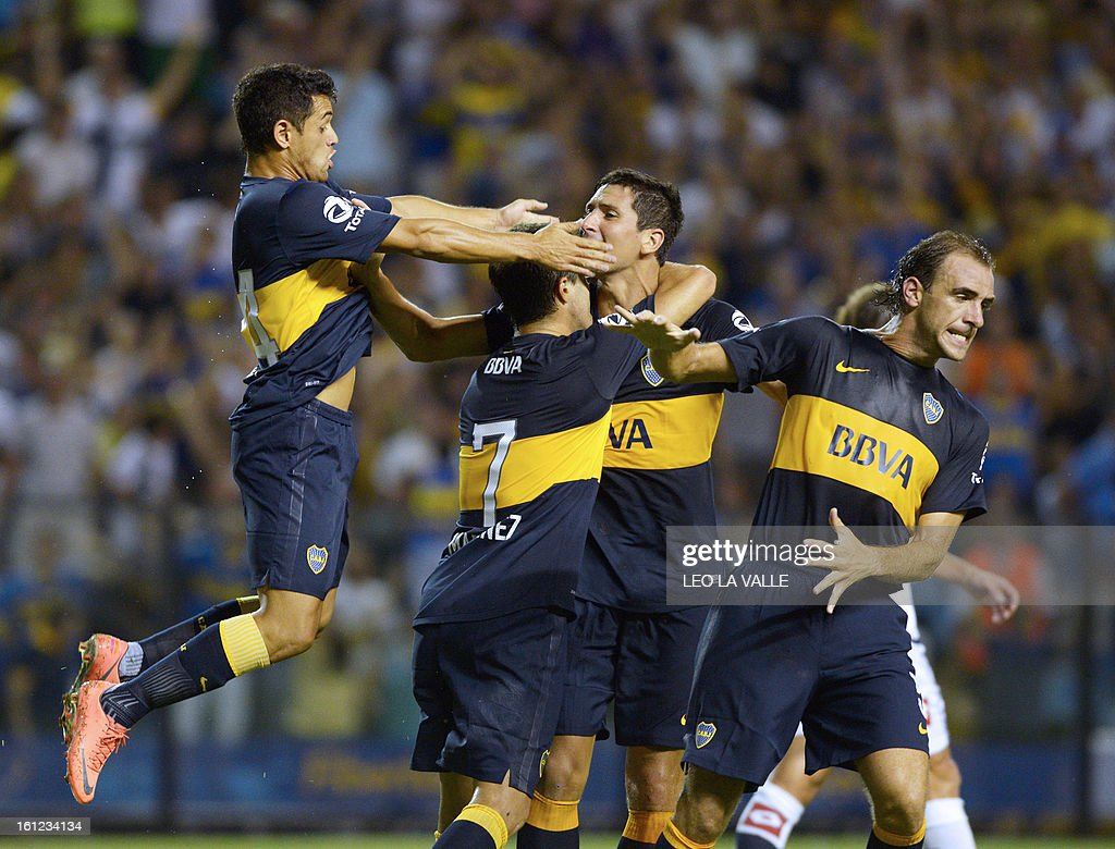 Boca Juniors' defender Guillermo Burdisso (2nd R) celebrates his goal against Quilmes with his teammates, during their Argentinian first division football match, at La Bombonera stadium in Buenos Aires, Argentina, on February 9, 2013. AFP PHOTO / LEO LA VALLE