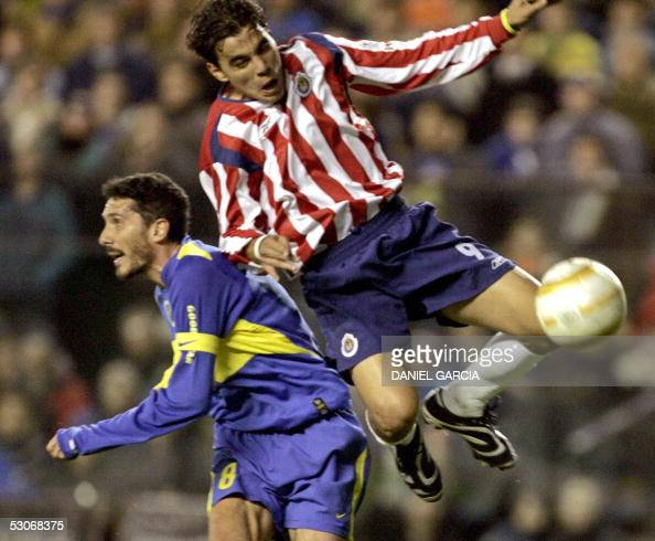 Boca Juniors' Diego Cagna and Chivas of Guadalajara's Omar Bravo vie for the ball 14 June 2005 during their Libertadores Cup quarterfinals match at...