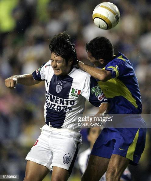 Boca Juniors' Diego Cagna and Pachuca's Fernando Salazar vie for the ball 06 April 2005 during their Libertadores Cup Group 8 soccer match at...
