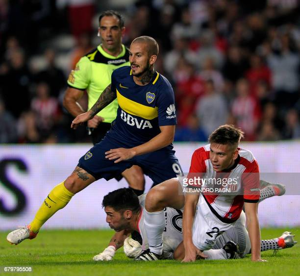 Boca Juniors' forward Dario Benedetto and Estudiantes' goalkeeper Mariano Andujar and defender Juan Foyth look at the ball during their Argentina...
