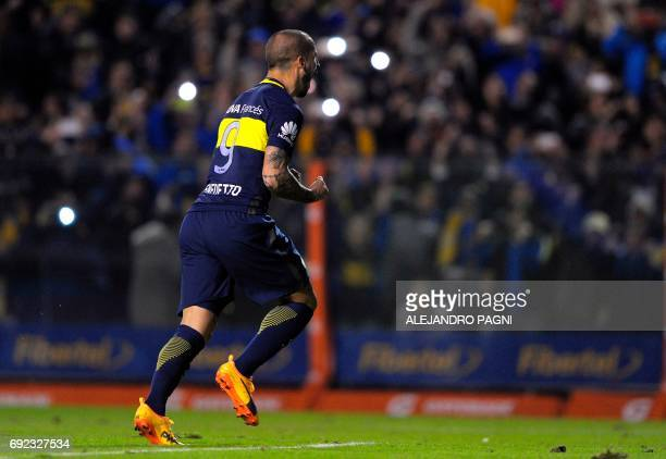 Boca Juniors' forward Dario Benedetto celebrates after scoring by penalty kick against Independiente during their Argentina first divsion football...