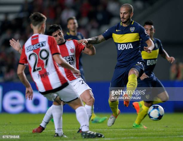Boca Juniors' forward Dario Benedetto vies for the ball with Estudiantes' midfielder Rodrigo Brana and defender Juan Foyth during their Argentina...