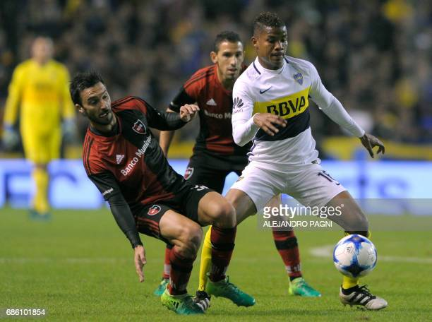 Boca Juniors' midfielder Wilmar Barrios vies for the ball with Newell's Old Boys forward Ignacio Scocco during their Argentina First Divsion football...