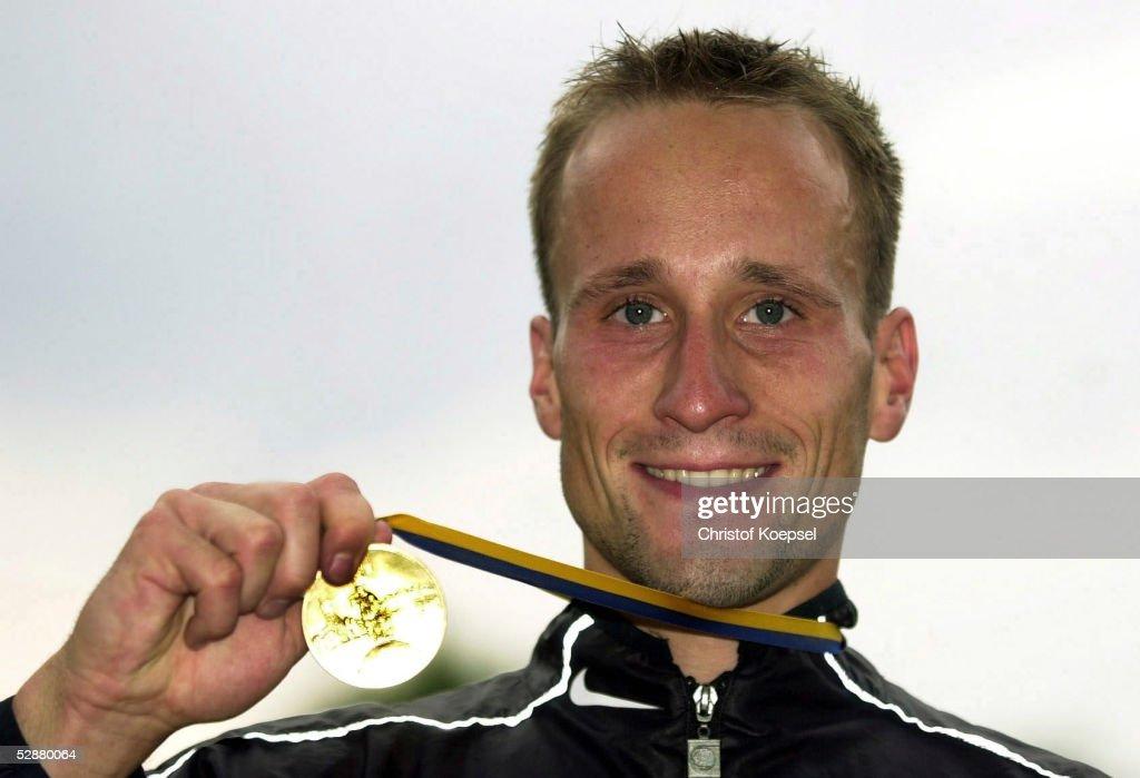 DM 2002, Bochum; <b>Andre HOEHNE</b>/LG Nike Berlin - Deutscher Meister ueber 10 - bochum-andre-hoehnelg-nike-berlin-deutscher-meister-ueber-10-km-gehen-picture-id52880064