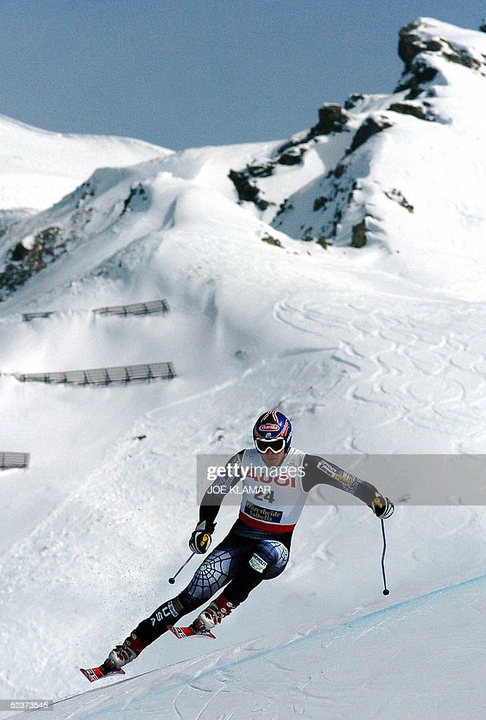US Bode Miller competes during the men's Ski World Cup final super-G race in Lenzerheide, 11 March 2005. Miller won the race and the globe ex-aeqo with his teammate Daron Rahlves, Austria's Stephan Goergl ranked second and Lichtenstein's Marco Buechel ranked third.