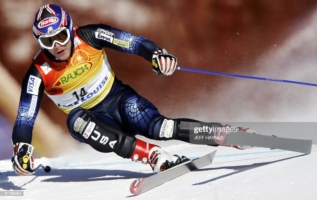 Bode Miller of the US takes a turn on the Men's Super-G course 28 November 2004 at the Lake Louise Ski Resort in Lake Louise, Canada. Miller had a time of 1:28.18 to place first in the event.