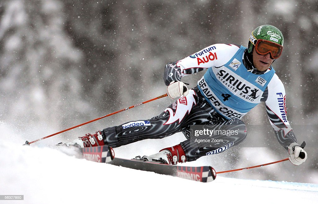 Bode Miller of the USA competes during the FIS Alpine Skiing World Cup Men's Giant Slalom Race on December 3, 2005 at Beaver Creek in Avon, Colorado.