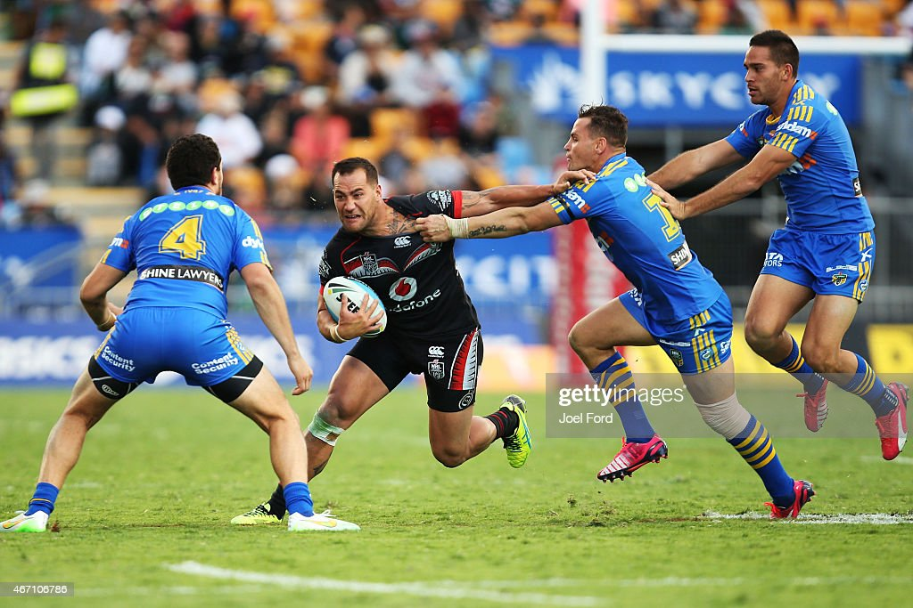 Bodene Thompson of the New Zealand Warriors tries to run between Anthony Watmough and Brad Takairangi of the Parramatta Eels during the round three NRL match between the New Zealand Warriors and the Parramatta Eels at Mt Smart Stadium on March 21, 2015 in Auckland, New Zealand.