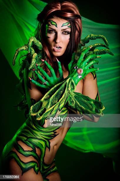 Arte de cuerpo: Mujer de historieta superhéroe en verde