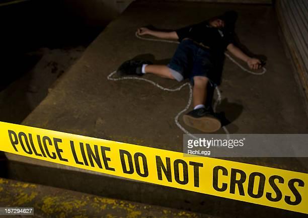 Corps avec silhouette à la craie au Lieu du Crime
