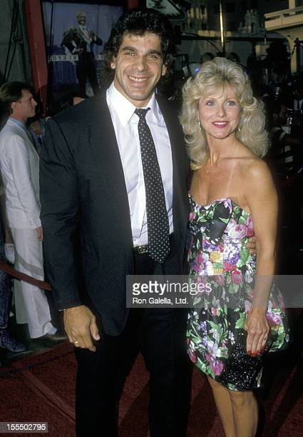 Bodybuilder and Actor Lou Ferrigno and wife Carla Green attend the Coming to America Hollywood Premiere on June 26 1988 at Mann's Chinese Theatre in...