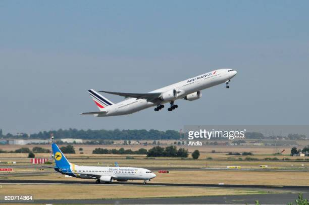 Boeing 737 URPSC FGZNQ belonging to the French airline Air France and Boeing 777 belonging to Ukraine International