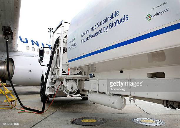 A Boeing 737800 bearing the Eco Skies Livery is fueled at George Bush Intercontinental Airport in Houston Texas US on Monday Nov 7 2011 United...