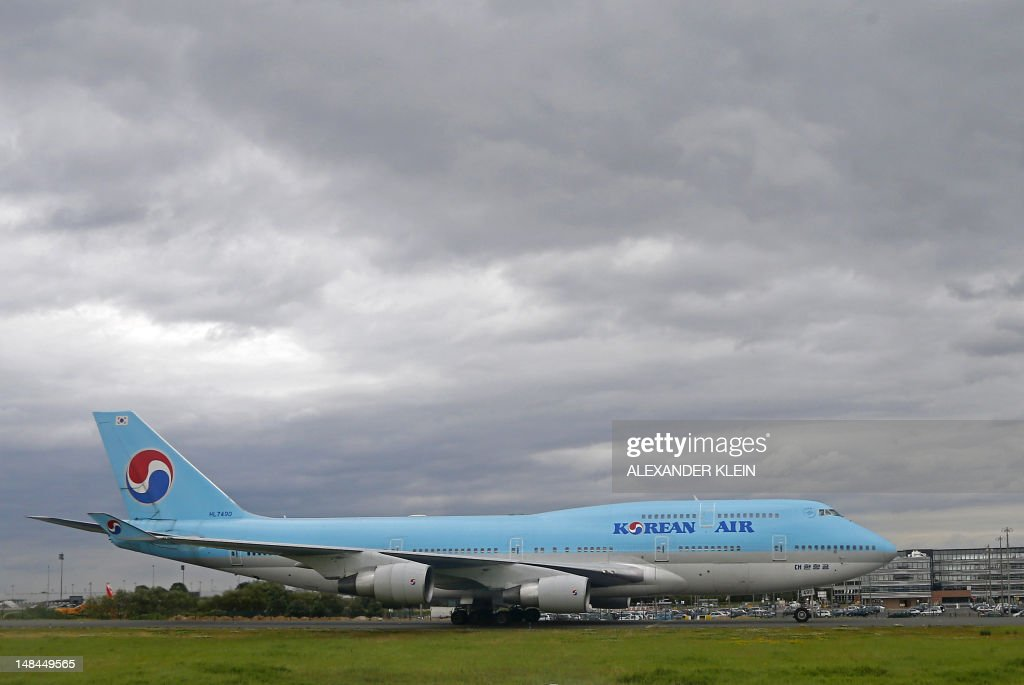 A Boeing 747-400 commercial airplane of Korean Air uses taxiways after landing at Paris Roissy-Charles-de-Gaulle airport in Roissy-en-France, northern Paris, on July 16, 2012.