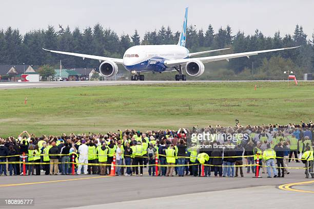 Boeing 7879 Dreamliner taxis on the runway in front of a crowd of employees before its first flight September 17 2013 at Paine Field in Everett...