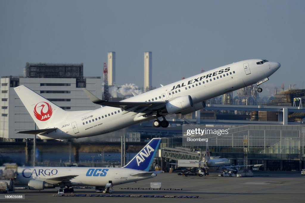 A Boeing Co. 737 aircraft operated by Japan Airlines Co. (JAL) takes off at Haneda Airport in Tokyo, Japan, on Sunday, Feb. 3, 2013. Japan Airlines, the nation's largest carrier by market value, is scheduled to release earnings on Feb. 4. Photographer: Akio Kon/Bloomberg via Getty Images