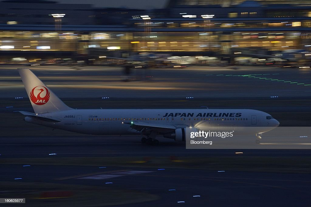 A Boeing Co. 767 aircraft operated by Japan Airlines Co. (JAL) lands at Haneda Airport in Tokyo, Japan, on Sunday, Feb. 3, 2013. Japan Airlines, the nation's largest carrier by market value, is scheduled to release earnings on Feb. 4. Photographer: Akio Kon/Bloomberg via Getty Images