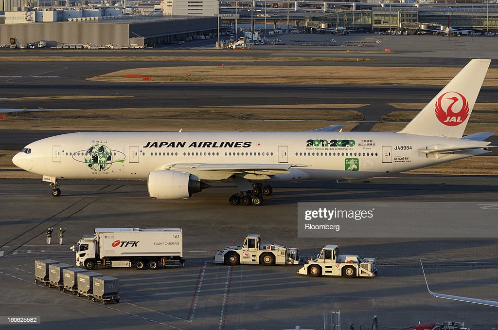 A Boeing Co. 777 aircraft operated by Japan Airlines Co. (JAL) taxis on the tarmac at Haneda Airport in Tokyo, Japan, on Sunday, Feb. 3, 2013. Japan Airlines, the nation's largest carrier by market value, is scheduled to release earnings on Feb. 4. Photographer: Akio Kon/Bloomberg via Getty Images