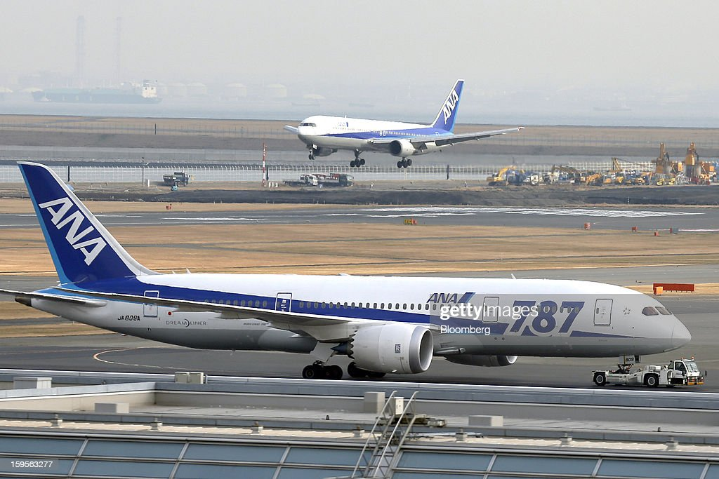 A Boeing Co. 787 Dreamliner aircraft operated by All Nippon Airways Co. (ANA), front, taxies as an another ANA aircraft lands at Haneda Airport in Tokyo, Japan, on Wednesday, Jan. 16, 2013. ANA and Japan Airlines Co. (JAL), the world's largest users of Boeing Co. 787 jets, grounded their entire fleet of Dreamliners for today in the biggest blow yet to the troubled passenger jet's image. Photographer: Kiyoshi Ota/Bloomberg via Getty Images