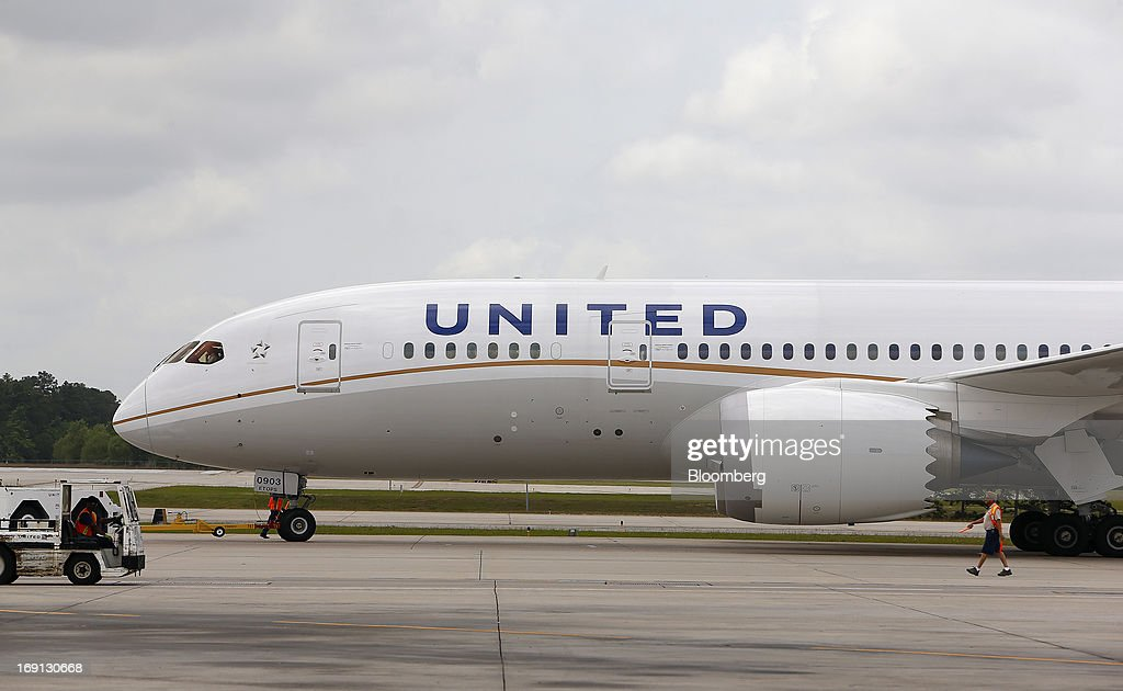 A Boeing Co. 787 Dreamliner aircraft operated by United Continental Holdings Inc., taxis on the tarmac at George Bush Intercontinental Airport in Houston, Texas, U.S., on Monday, May 20, 2013. Boeing Co.'s 787 Dreamliner is poised to clear another hurdle in restoring its image as United Airlines, the only U.S. operator, resumes flights after the jet's lithium-ion battery flaws forced a three-month grounding. Photographer: Aaron M. Sprecher/Bloomberg via Getty Images