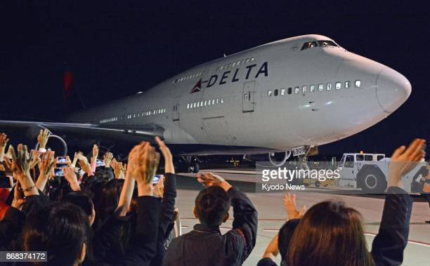 A Boeing747 of Delta Air Lines prepares to leave Narita airport near Tokyo for Detroit on Oct 30 on the jumbo jet's final regular passenger flight on...