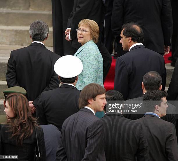 La presidenta de Chile Michelle Bachelet ingresa al Congreso Nacional en Bogota el 07 de agosto de 2006 para asistir a la asuncion del presidente de...