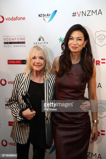 Boh Runga of Stellar and Sharon O'Neill pose with their Vodafone Music Awards at the 2017 Vodafone New Zealand Music Awards on November 16 2017 in...