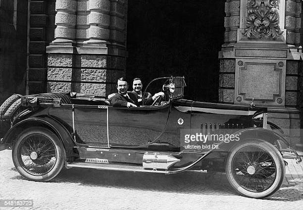 Bohnen Michael opera singer director Germany *02051887 drives his car with actor mit Benjamino Gigli Photographer Zander Labisch 27/1924 Vintage...