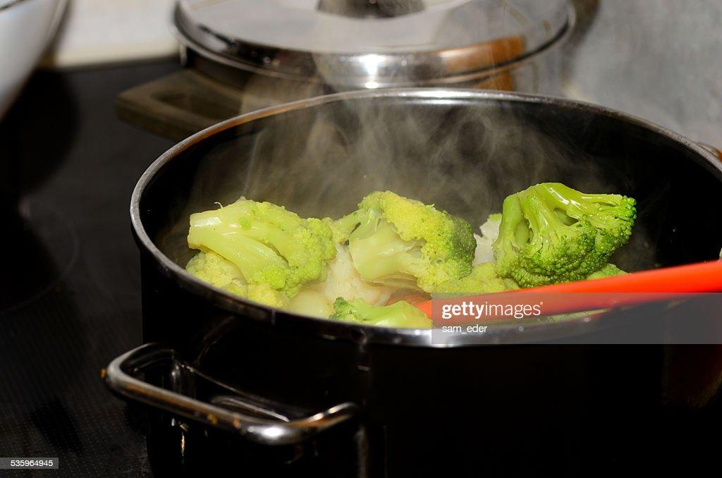 boiling fresh vegetables : Stock Photo