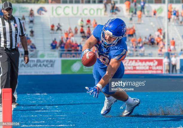 Boise State Broncos tight end Jake Roh stretches out toward the goal line during the nonconference season opener between the Troy Trojans and the...