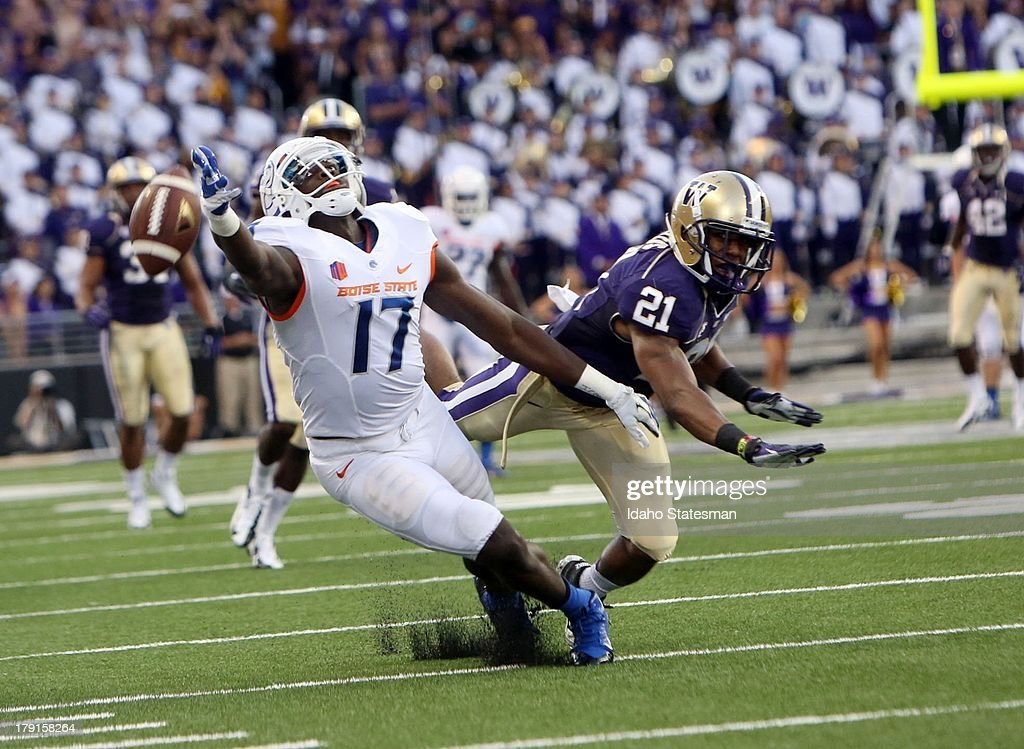 Boise State wide receiver Geraldo Boldewijn can't catch up to a pass form quarterback Joe Southwick against Washington at Husky Stadium in Seattle...