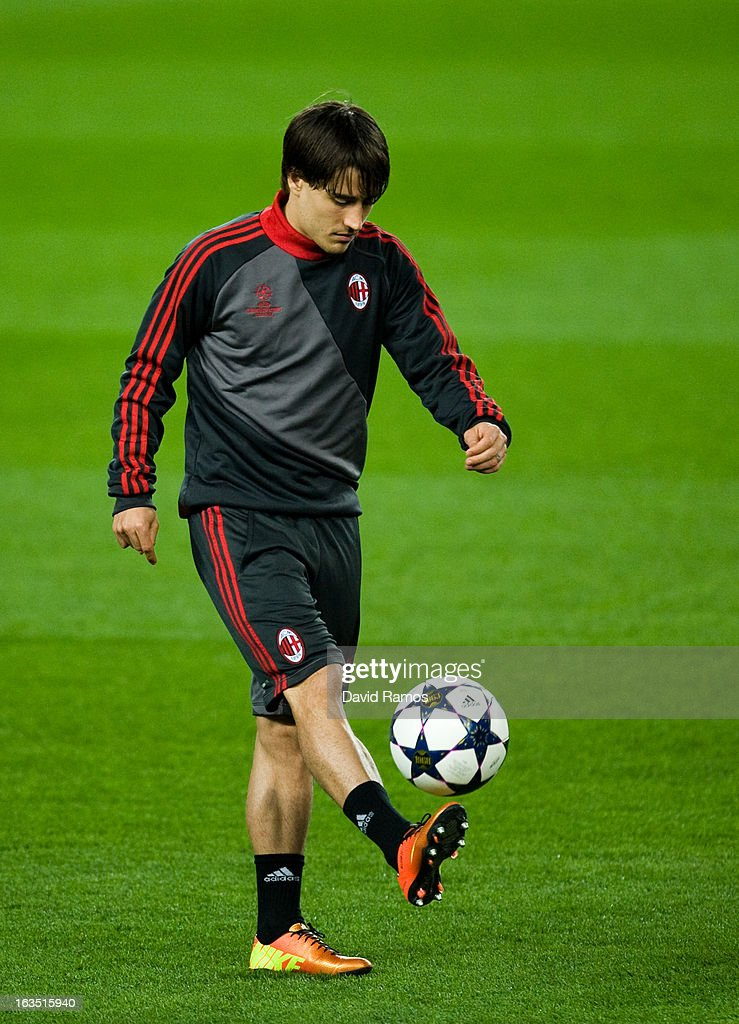 <a gi-track='captionPersonalityLinkClicked' href=/galleries/search?phrase=Bojan+Krkic&family=editorial&specificpeople=4285657 ng-click='$event.stopPropagation()'>Bojan Krkic</a> of AC Milan juggles the ball during a training session ahead of their UEFA Champions League round of 16 second leg against FC Barcelona at the Camp Nou Stadium on March 11, 2013 in Barcelona, Spain.