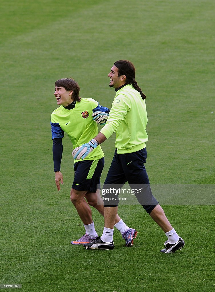 <a gi-track='captionPersonalityLinkClicked' href=/galleries/search?phrase=Bojan+Krkic&family=editorial&specificpeople=4285657 ng-click='$event.stopPropagation()'>Bojan Krkic</a> (L) of Barcelona laughs as he jokes with second goalkeeper <a gi-track='captionPersonalityLinkClicked' href=/galleries/search?phrase=Jose+Manuel+Pinto&family=editorial&specificpeople=708358 ng-click='$event.stopPropagation()'>Jose Manuel Pinto</a> during a training session ahead of their UEFA Champions League quarter final second leg match against Arsenal at the Camp Nou stadium on April 5, 2010 in Barcelona, Spain.