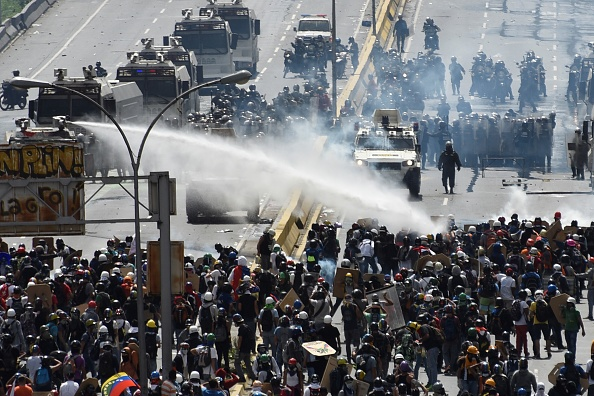 Protests continue in Caracas : News Photo