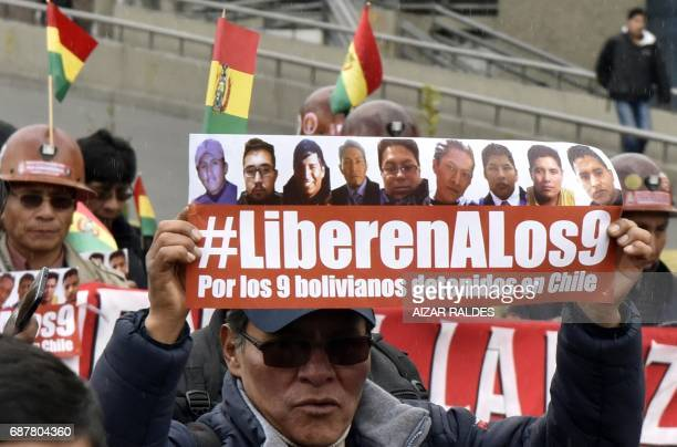 CORRECTION Bolivian indigenous women march from El Alto to La Paz on May 24 2017 demanding the release by Chile of nine Bolivians arrested in Iquique...