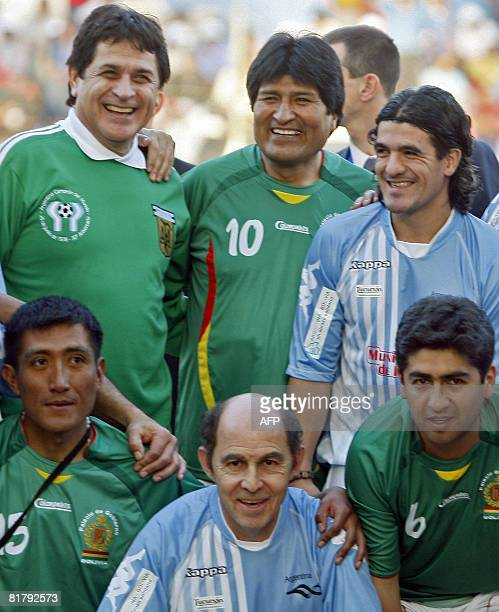 Bolivian President Evo Morales poses for a picture with River Plate's footballer Ariel Ortega former players Ricardo Bochini and Ubaldo Fillol before...