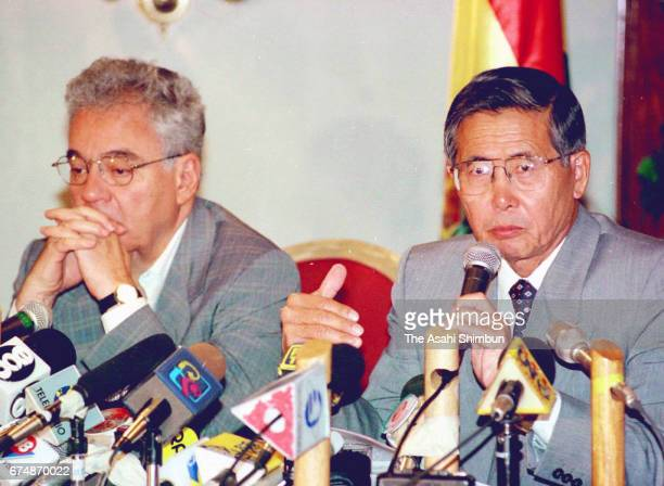 Bolivian President Gonzalo Sanchez de Lozada and Peruvian President Alberto Fujimori attend a joint press conference following their meeting on April...