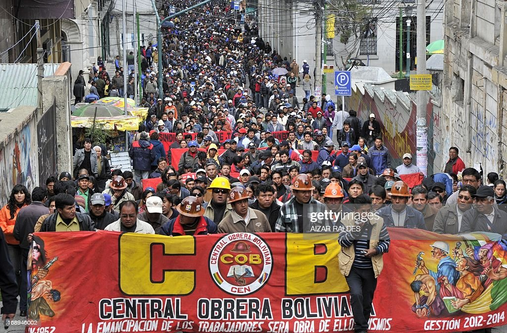 Bolivian workers demonstrate on the 12th day of an indefinite strike called by the Bolivian Workers' Central union (COB) to demand the government for a pension equivalent to 100% of their salaries, in La Paz on May 17, 2013. AFP PHOTO/Aizar Raldes